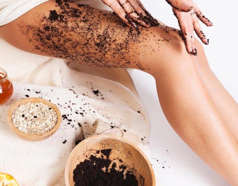 اسکراب قهوه از راهکار های خانگی درمان سلولیت